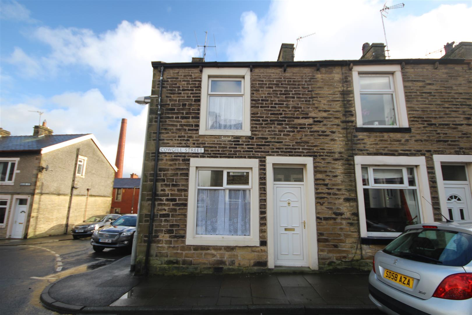 2 bedroom end terrace house For Sale in Earby - Property photograph